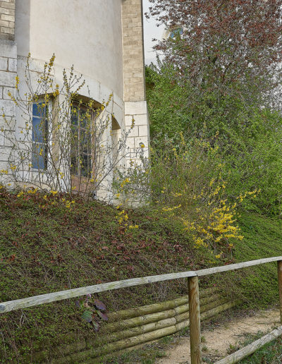 Photo du Chemin avec sa rampe en bois