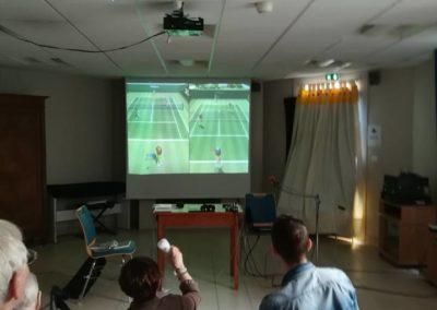 Photo de résidents jouant aux Jeux vidéo
