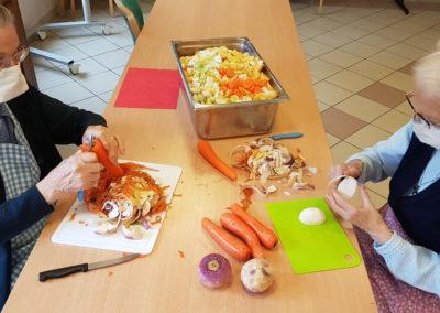 Photo d'un atelier d'épluchure de légumes