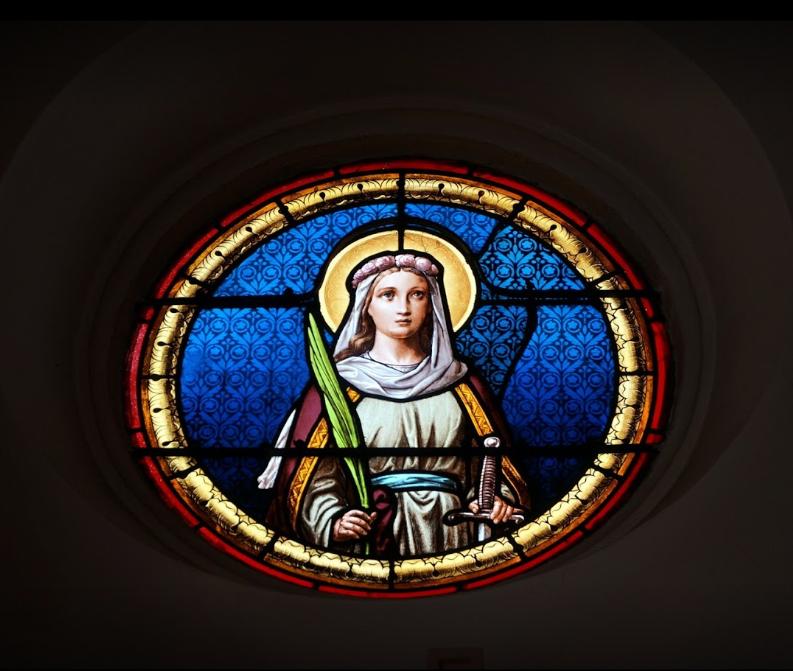 Photo d'un vitrail de vierge