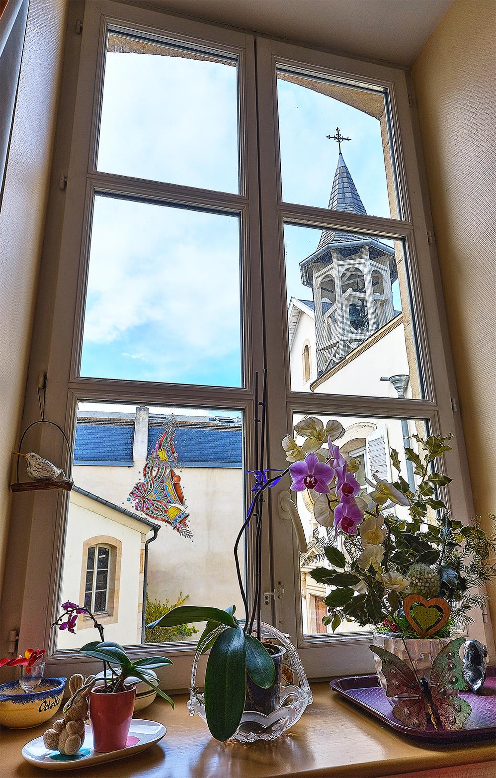 Photo d'une vue depuis une chambre sur toit de la chapelle
